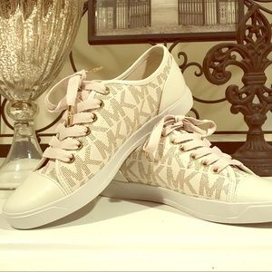 🎀 NWOT Michael Kors Signature Sneakers sz 6.5 🎀